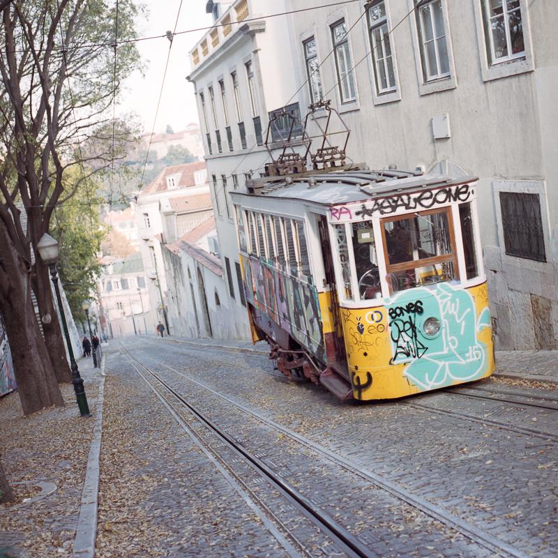 Carro electrico de_Lisboa, Dec. 2015.